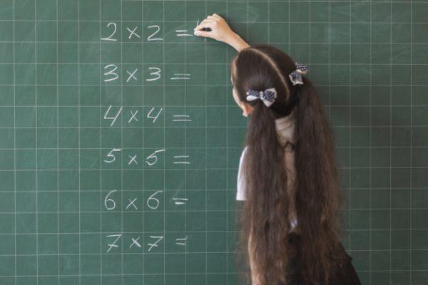 anak belajar matematika