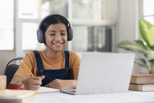 7 Langkah Mempersiapkan Ujian Online si Anak