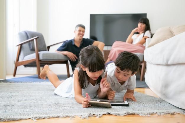 Jangan Halangi Anak Bermain Gadget
