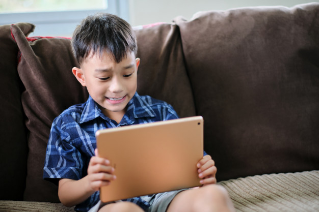 Salahkah Jika Anak Anda Kecanduan Gadget?