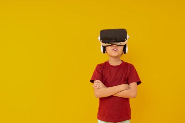 """Mungkinkah """"Kecanduan"""" Gadget Buat Anak Menjadi Pandai"""